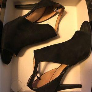 Christian Siriano Black Ivy Hooded Peep Toe Heels